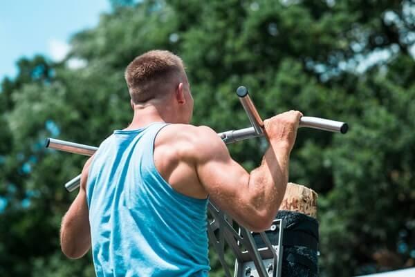 calisthenics-exercises-wide-back